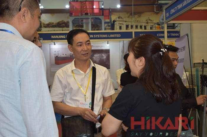 Đại hiện Hiệp hội công nghiệp hỗ trợ Hansiba tới thăm gian hàng Hikari